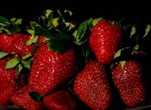 Chiar daca vă plac mult căpșunile, variați cât mai mult fructele pe care le mâncați.