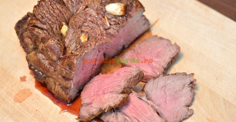 Chiar dacă încă este roz în interior și sucul are culoare vie, carnea este bine pregătită