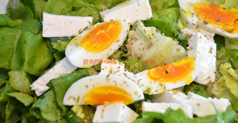 Ouă fierte în salata: delicios și sănătos!